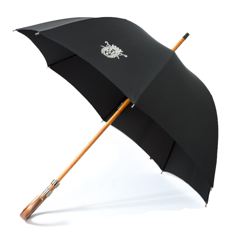 Le parapluie de Cherbourg, le Milord poignée châtaignier en noir, finitions canon de fusil.