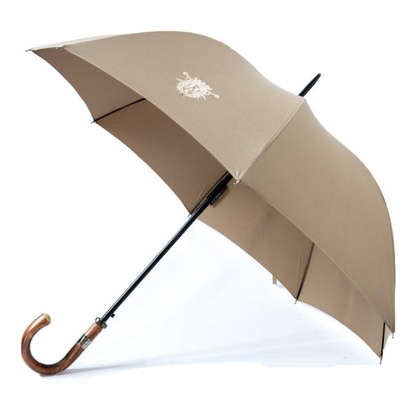 Le parapluie de cherbourg Le Sport-Auto, poignée courbe, châtaignier, beige, avec finitions canon de fusil