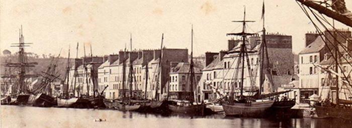 Cherbourg - quai Alexandre III - partie centrale - voiliers - photo n&b - vers 1870