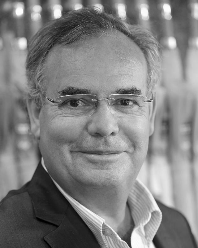 portrait-monsieur-yvon-fondateur-parapluiesdecherbourg